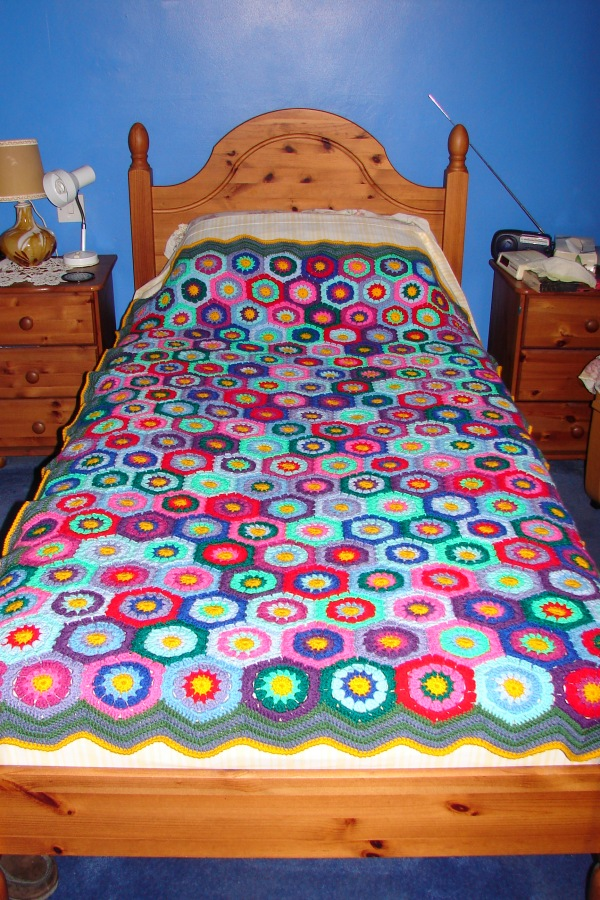 Hexagon blanket on bed