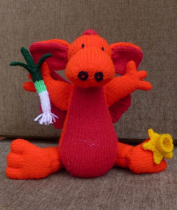 Free Knitting Pattern Dragon Toy : Dragons   knitted and otherwise Rainbow Junkie