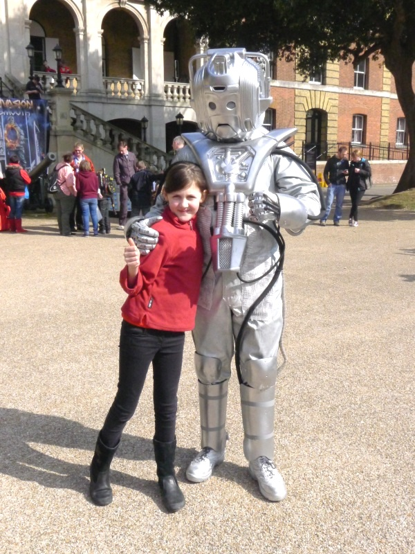 0137-louisawithcyberman