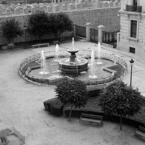 0191-fountainb&w