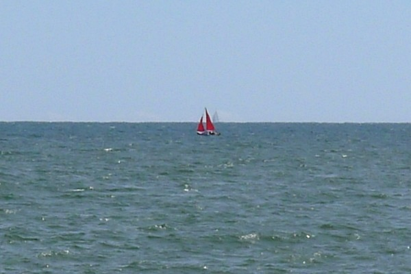 0270-Redsailedboat