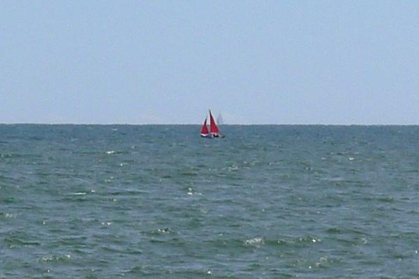 0270-Redsailedboat