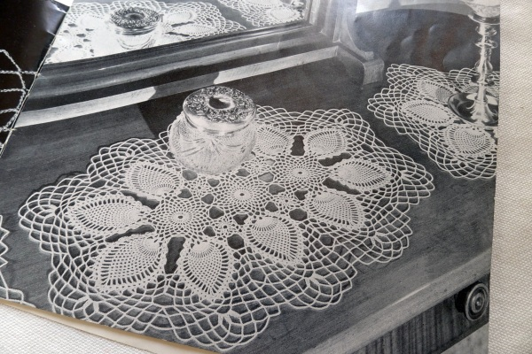 Dressing table mats