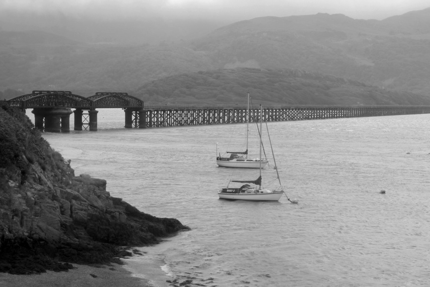 Rainbow Junkie - (2-22) Barmouth bridge