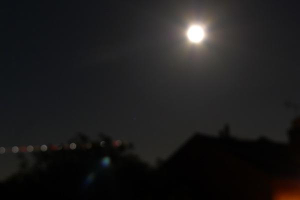8 second moon