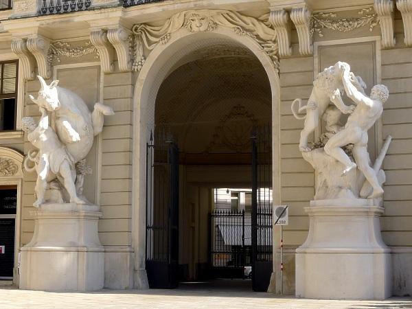 Hercules statues