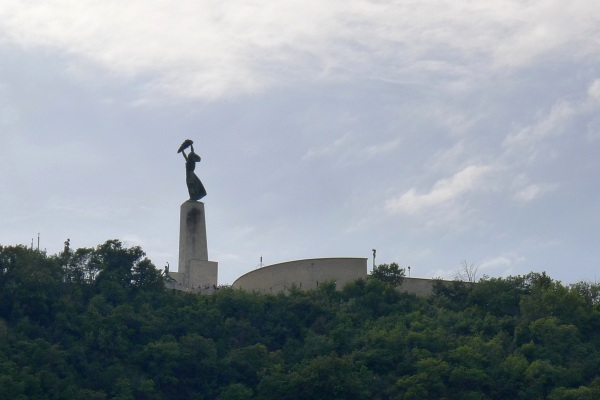0417-freedomstatue