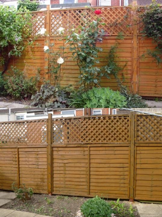 Comparison of fence colour
