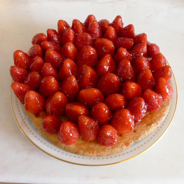finished strawberry cake