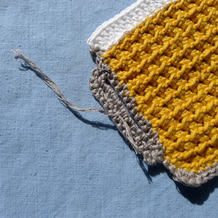 yarn through back of handle
