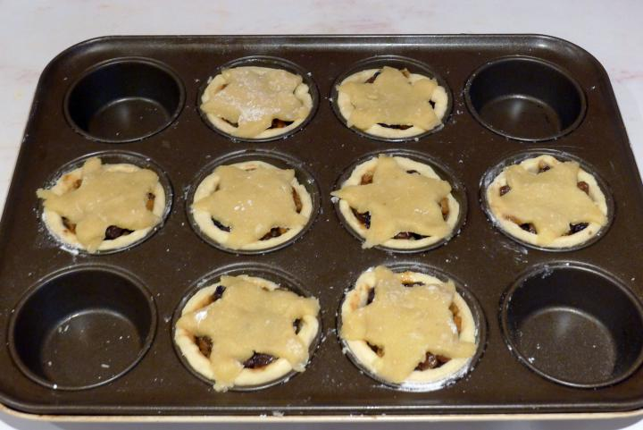 mince pies in tin