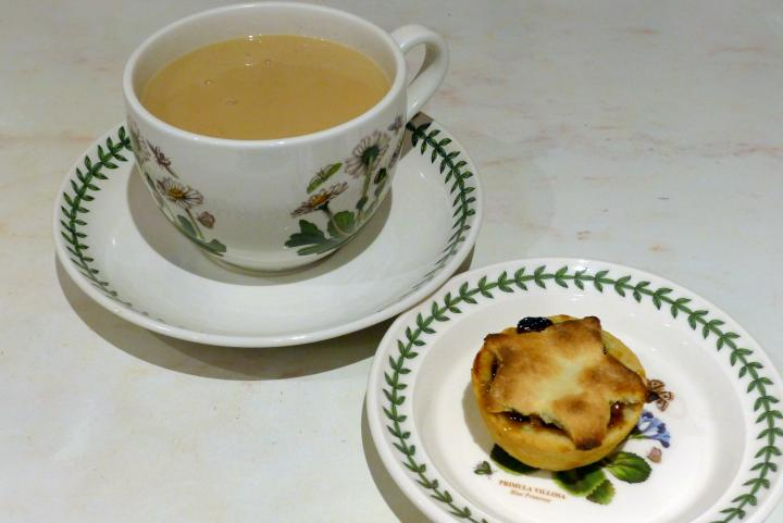 tea and pie